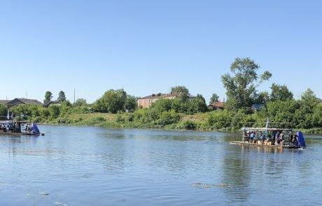 Сплав на плоту по реке