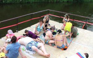 Сплав по реке на плоту